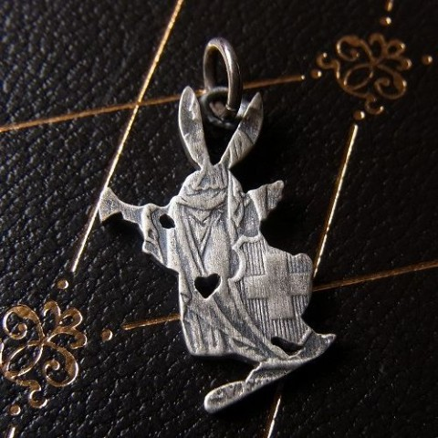 【effect】Old Coin Wrapper Rabbit Charm