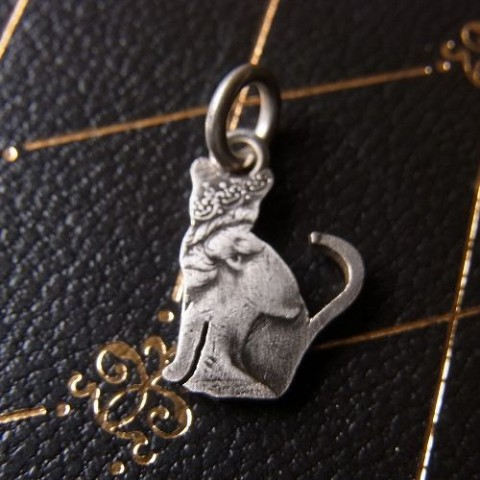 【effect】Old Coin Cat Charm